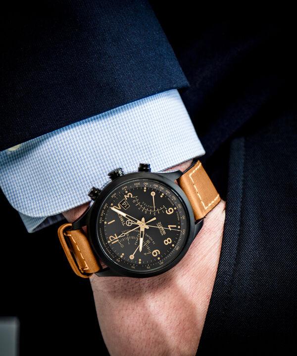 Zegarek Intelligent Quartz® z chronografem z powracającą wskazówką, kopertą 43 mm i skórzanym paskiem Black/Tan large
